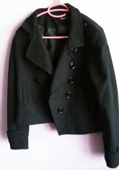 juodasa trumpas paltas
