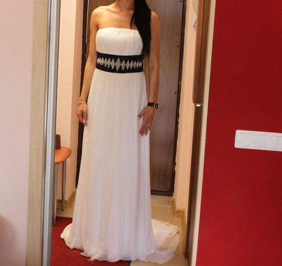 Vienetinė vestuvinė suknelė siuvinėta swarovskiais