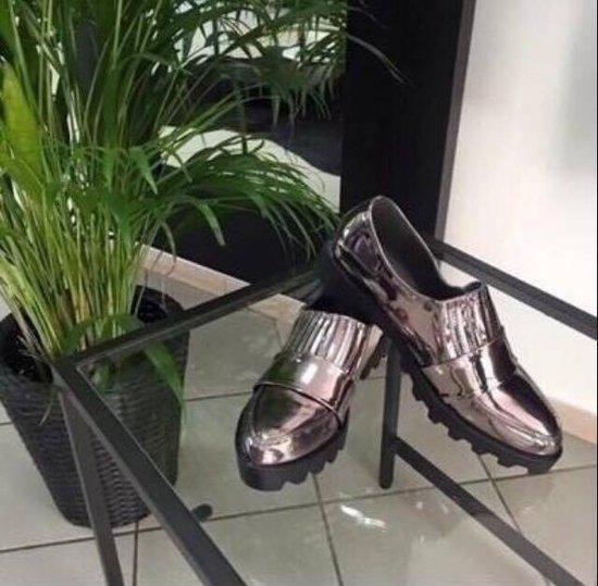 Metalo spalvos batai