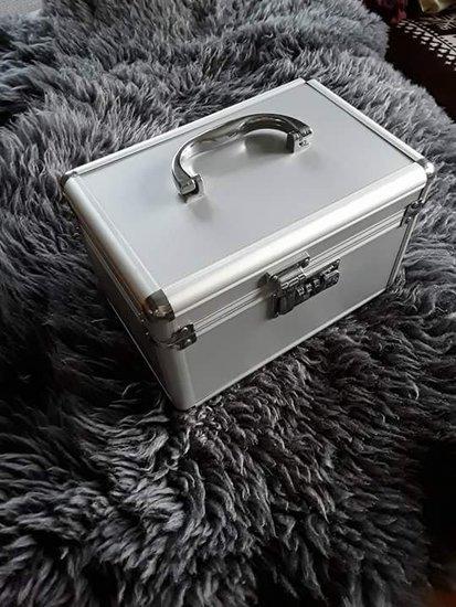 Kosmetinis lagaminas su užraktu