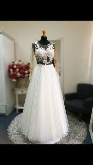 Prabangi vestuvinė suknelė nėriniai ir tiulis