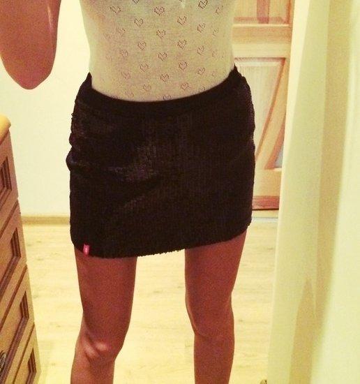 Žėrintis trumpas sijonas!