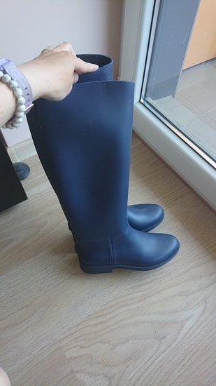 Tamsiai mėlyni guminiai jojimo batai