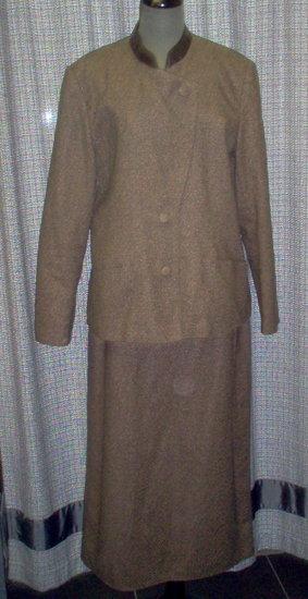 Dainava šiltas rudas kostiumėlis 2187-24