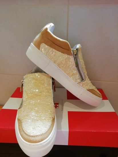 Tobuli laisvalaikio batai