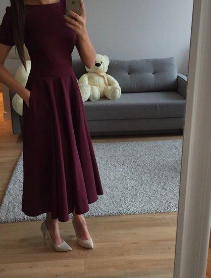 Bordo spalvos ilga suknele