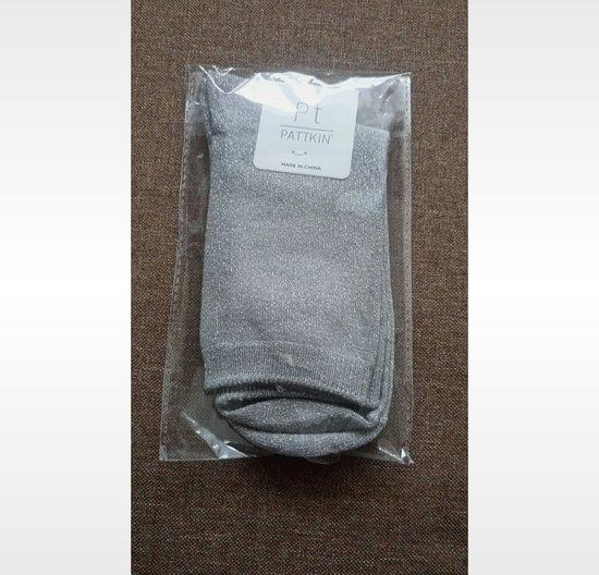 Naujos blizgančios kojinės