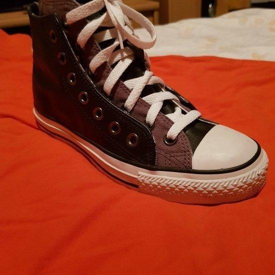Convers batai