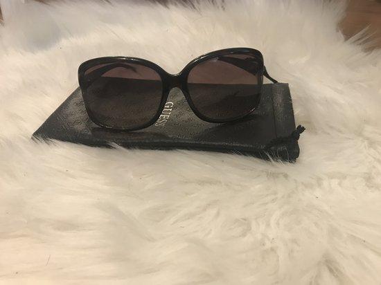 Guess akiniai