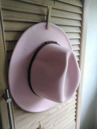 Nauja rožinė skrybėlė