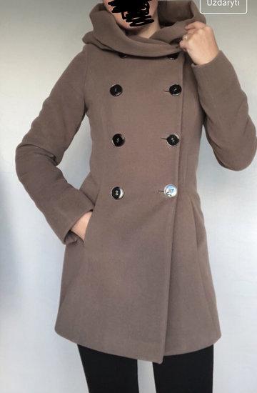 Žieminis paltukas su kapišonu