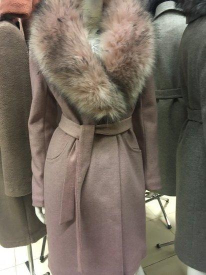 Prabangus paltas su dideliu kailiu