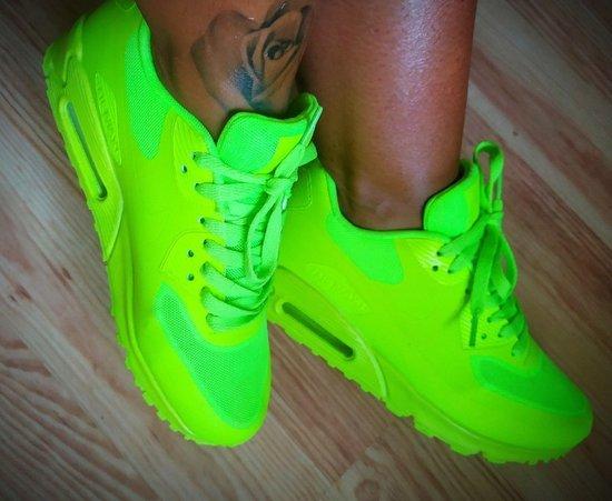 Neon Nike air Max