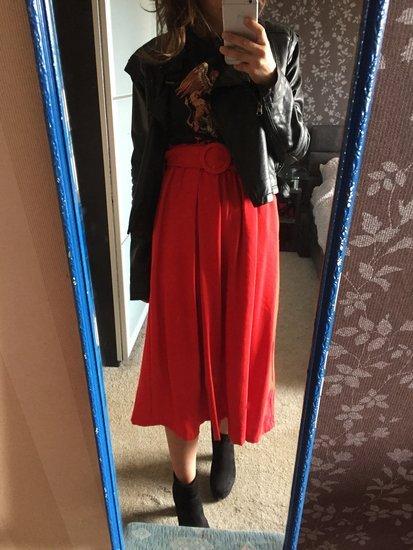 Stradivarius raudonas sijonas
