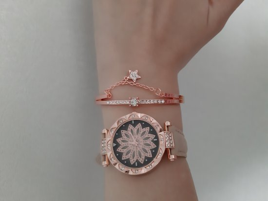 Naujas gražus laikrodis