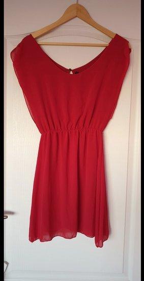 Raudona moteriška suknelė