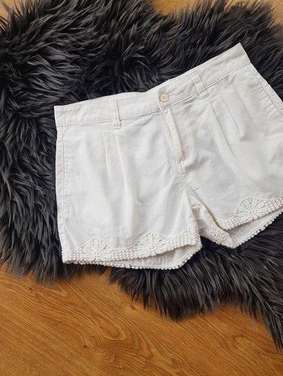 Balti patogūs šortukai