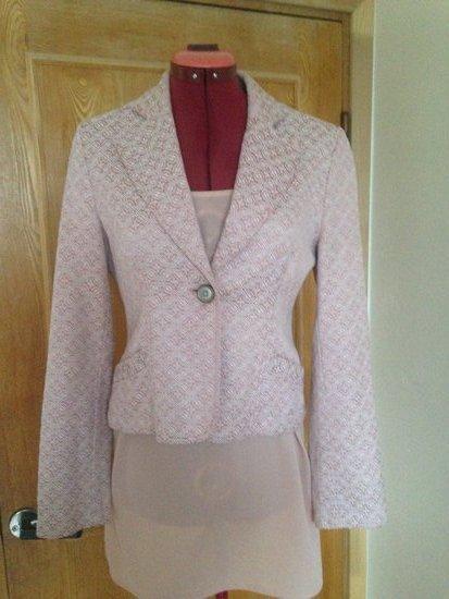 Reserved švarkelis rožinis kartu su Zara suknele
