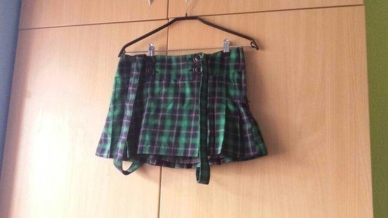 Žalias languotas sijonas su petnešom