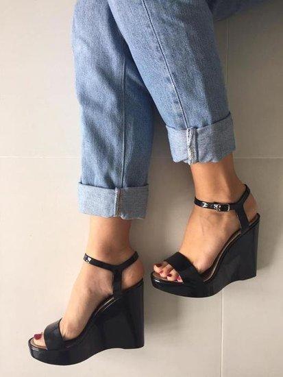 Stilingos juodos platformos