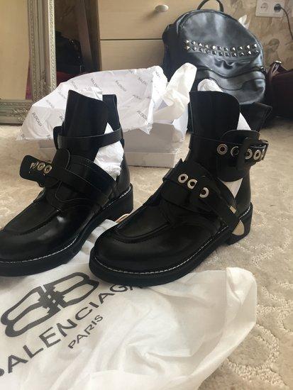 BALENCIAGA super batai