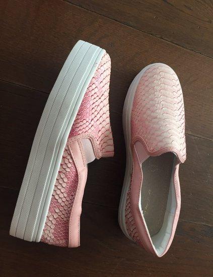 Pink slipon
