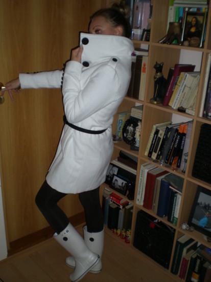 Baltas stilingas paltukas