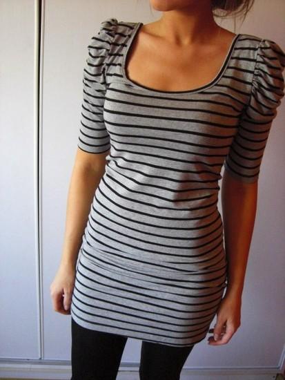 dryžuota suknelė su petukais :)