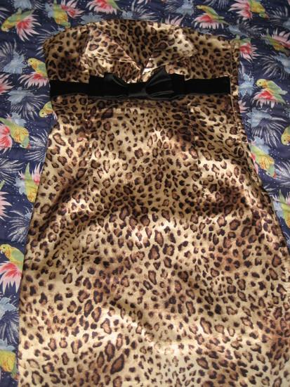 Geopardo rasto kokteiline suknyte