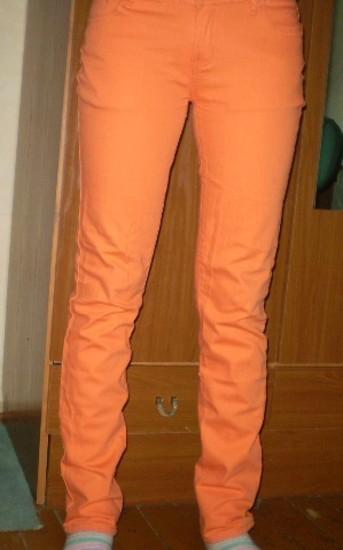 Orandžiniai džinsai