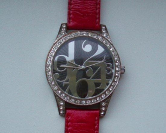 Raudonas didelis laikrodis