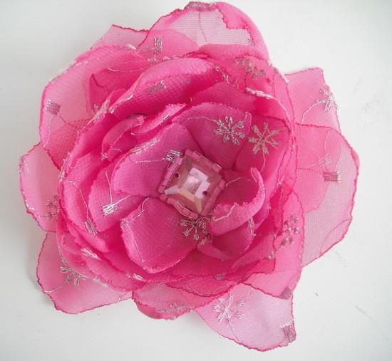 Rožinė gėlytė į plaukus