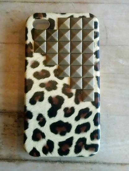 Leopardinis iPhone dekliukas su kniedem