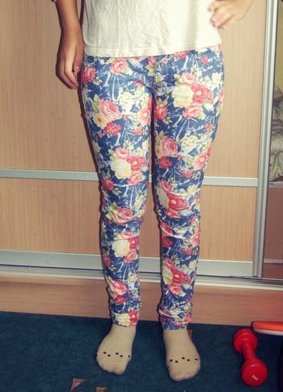 Gėlėti džinsai