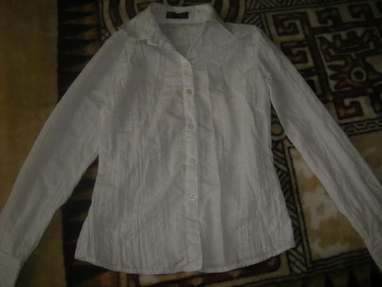 Balti siuvinėti marškinukai