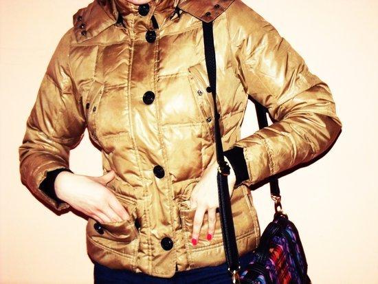Auksinė pūkinė žieminė striukė
