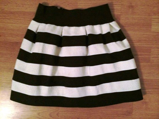 juoda balta sijonas dryzuotas