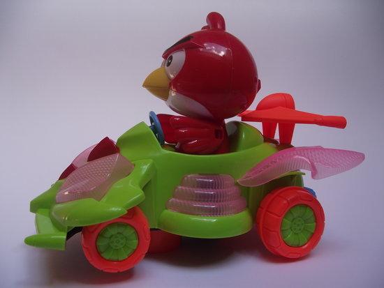Angry Birds linksmame automobiliukyje