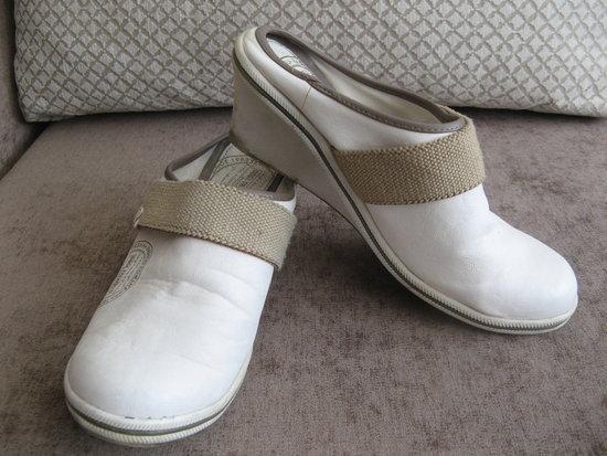 Balti įspiriami batai - klumpės