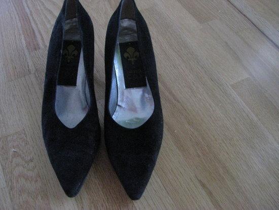 Batai juodi zamsiniai