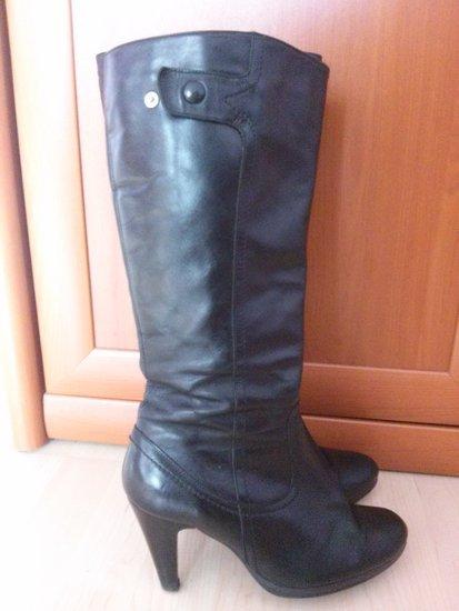 Ilgaauliai batai, juodi