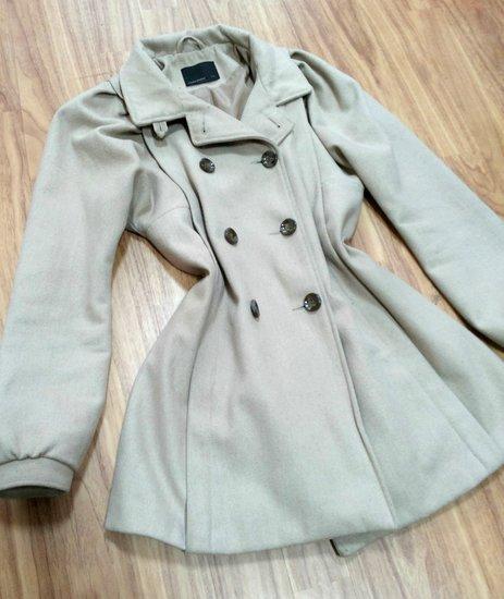 Nude stilingas paltukas pavasariui