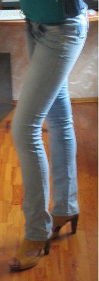 Šviesūs vasarai džinsai