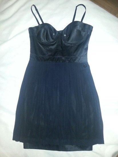 Suknele juoda klasikine